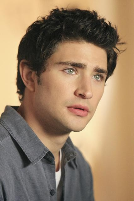 Matt Dallas in una scena dell'episodio 'Hello...' della serie tv Kyle XY