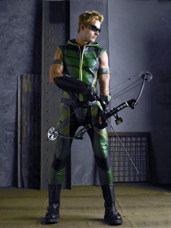 Justin Hartley in una immagine promo per Smallville