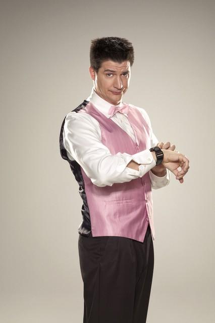 Ken Marino in una foto promozionale per la serie TV Party Down