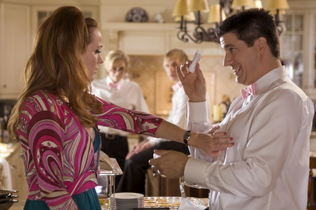 Ken Marino in una scena dell'episodio Willow Canyon Homeowners Annual Party di Party Down