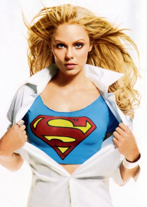 Laura Vandervoort in una immagine promo per Smallville