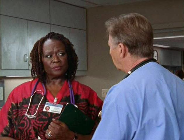 Aloma Wright in una scena del serial televisivo Scrubs
