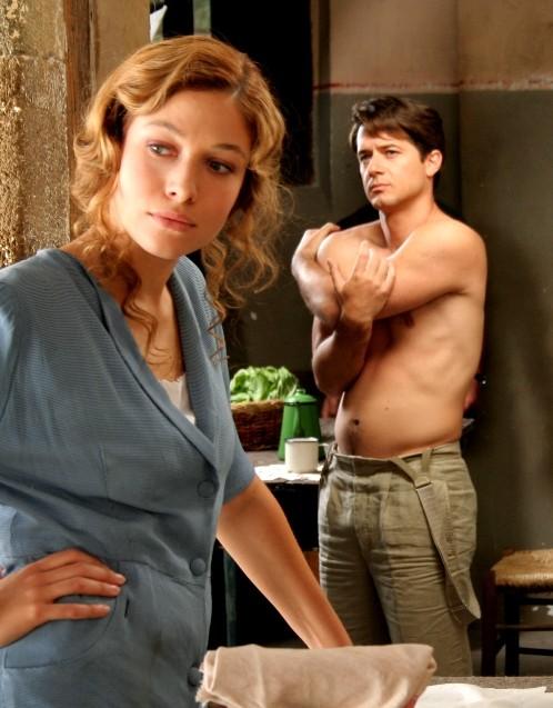 Ettore Bassi e Sarah Felberbaum in una scena del film TV Mal'Aria
