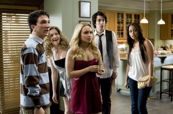 Hayden Panettiere, Paul rust e i loro amici in un'imbarazzante scena di I Love You, Beth Cooper