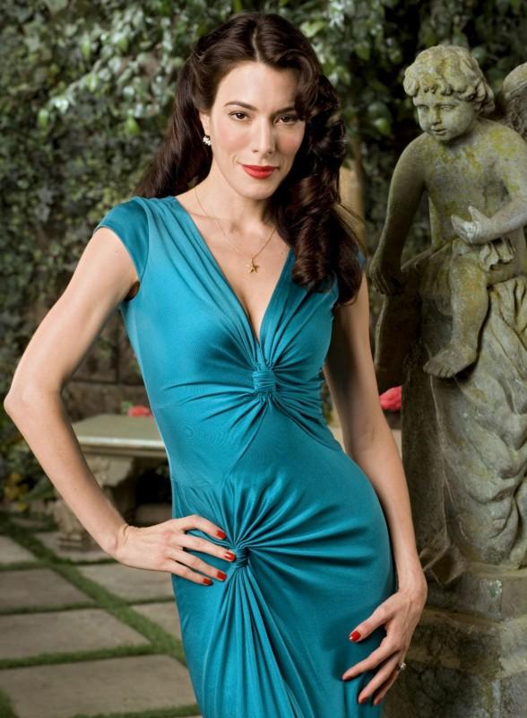 Jaime Murray - l\'attrice inglese è nata il 21 luglio 1977, sotto il segno del Cancro