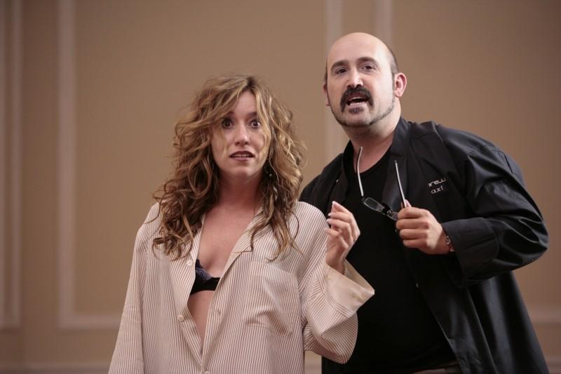 Javier Camara e Lola Dueñas sorpresi in pigama in Fuori menù