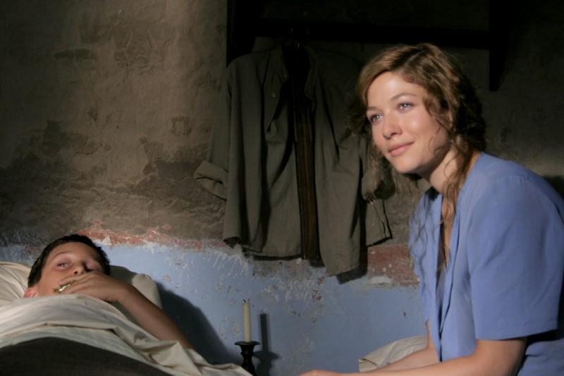 Sarah Felberbaum in una foto di scena della fiction Mal'Aria