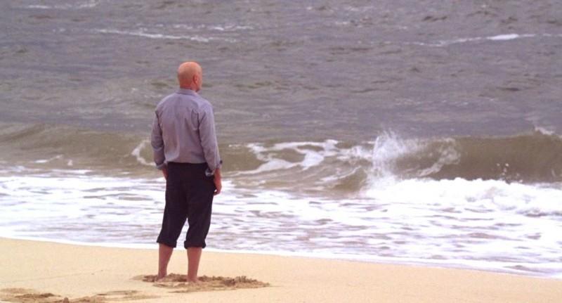 Terry O'Quinn in una scena dell'episodio Dead is Dead di Lost