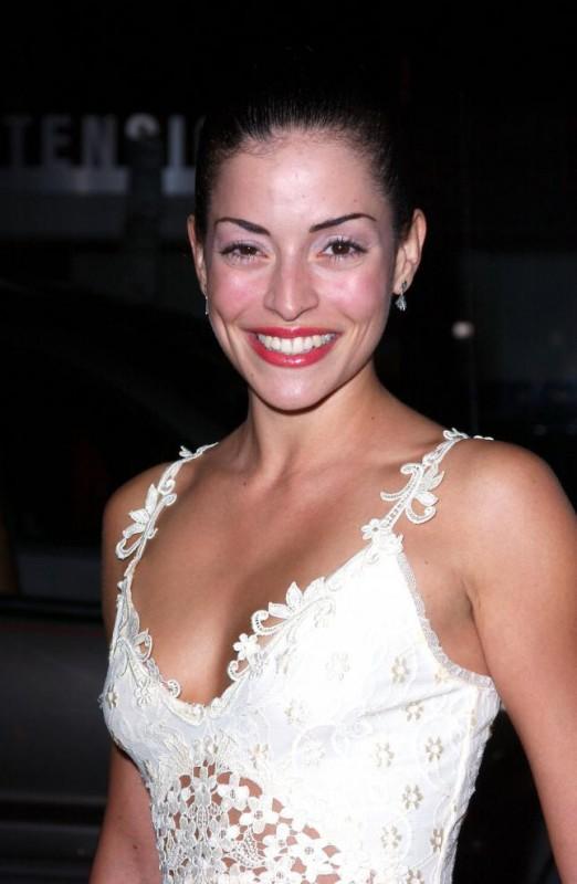 una sorridente Emmanuelle Vaugier