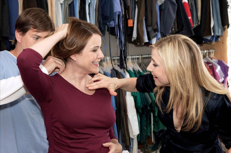 Christa Miller e Sarah Chalke sul set di Scrubs