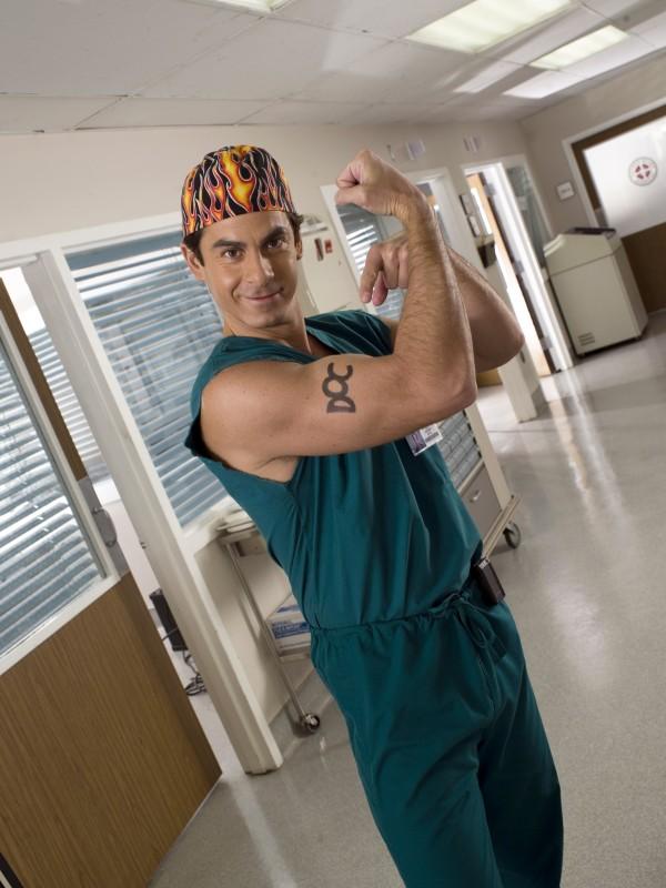 il prestante Robert Maschio in una immagine promozionale per Scrubs