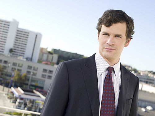 Tom Everett Scott è Russell nella serie TV Southland