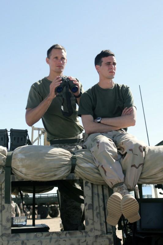 Alexander Skarsgård e James Ransone nella miniserie televisiva Generation Kill