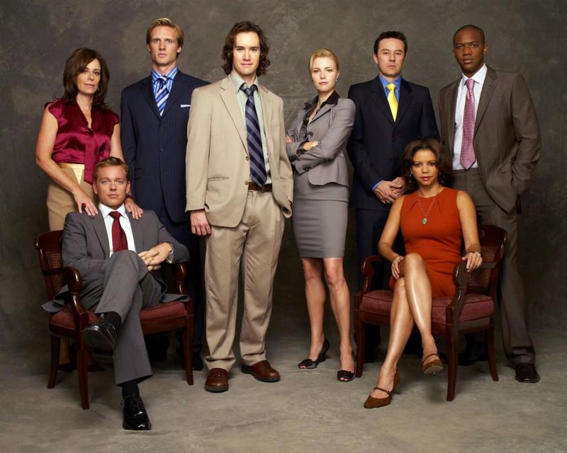 Gloria Reuben e il resto del cast di Avvocati a New York