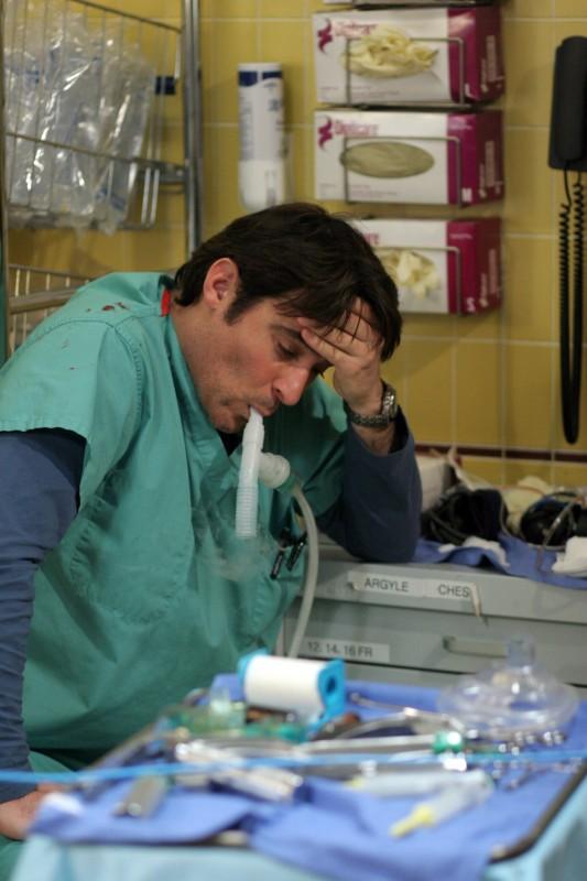 Goran Visnijic in una scena di ER