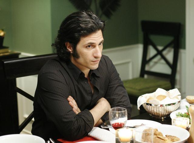 Hal Ozsan durante una scena dell'episodio Guess Who's Coming to Dinner, della serie tv Kyle XY