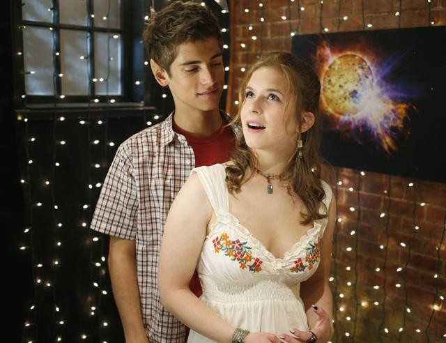 Jean-Luc Bilodeau e Magda Apanowicz in una scena dell'episodio Guess Who's Coming to Dinner, della serie tv Kyle XY
