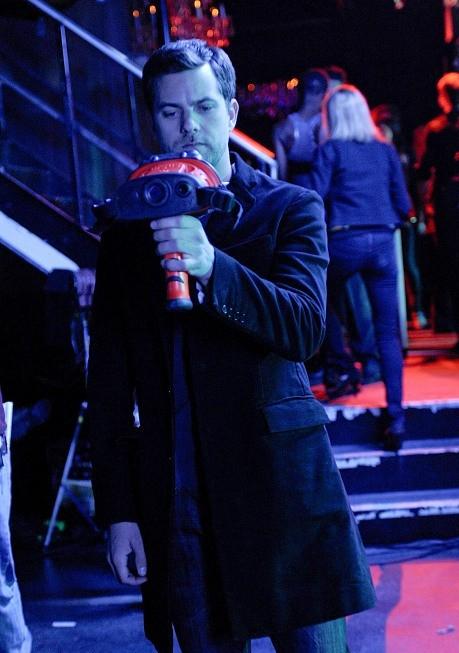 Joshua Jackson in una scena dell'episodio Midnight di Fringe