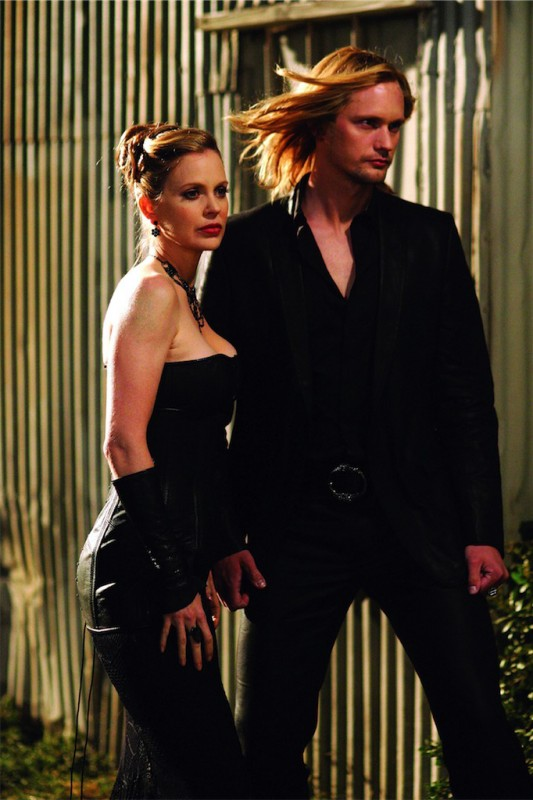 Kristin Bauer e Alexander Skarsgard in True Blood