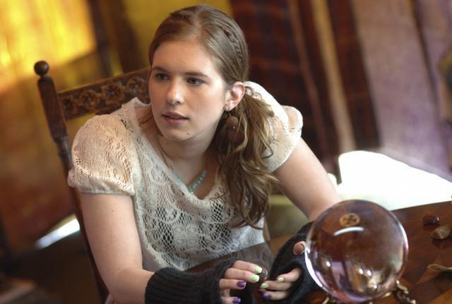 Magda Apanowicz in una scena dell'episodio 'Psychic Friend' della serie tv Kyle XY