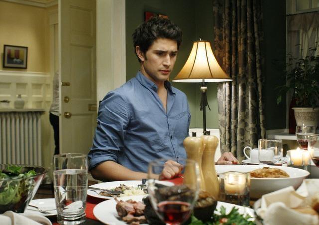 Matt Dallas durante una scena dell'episodio Guess Who's Coming to Dinner, della serie tv Kyle XY