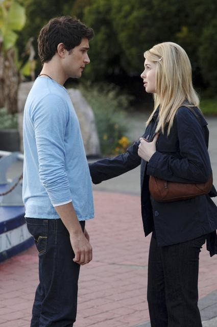 Matt Dallas e Kirsten Prout in una scena dell'episodio 'Psychic Friend' della serie tv Kyle XY