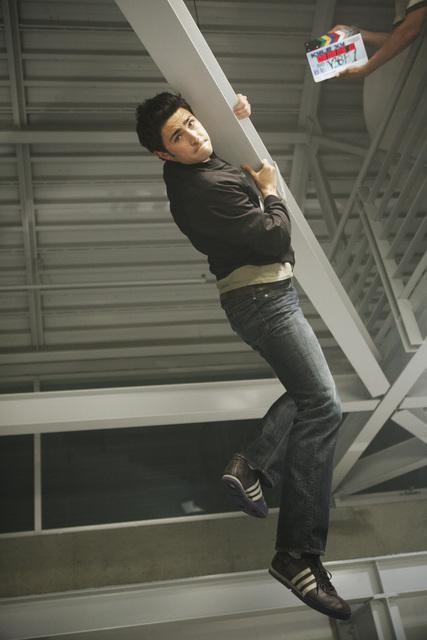 Matt Dallas sul set dell'episodio Bringing Down the House della terza stagione di Kyle XY