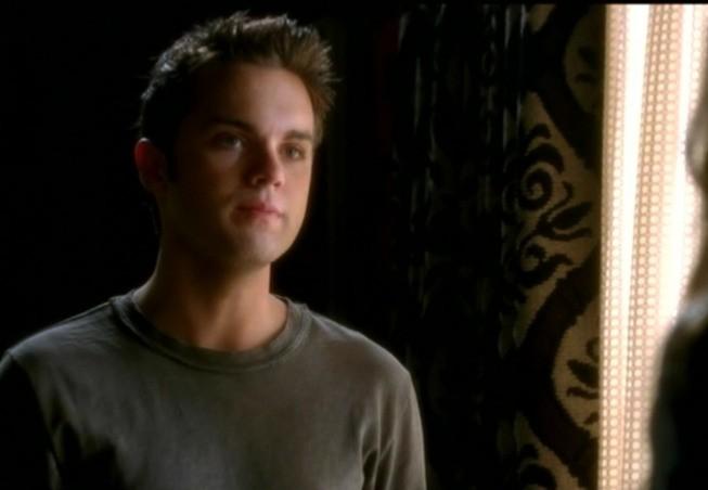 Thomas Dekker in una scena dell'episodio Born to Run di Terminator: The Sarah Connor Chronicles