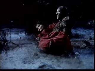 Christopher Lee con Yvonne Furneaux in una scena de La mummia