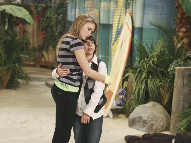 Emily Osment e Moises Arias nell'episodio Knock Knock Knockin' on Jackson's Head di Hannah Montana
