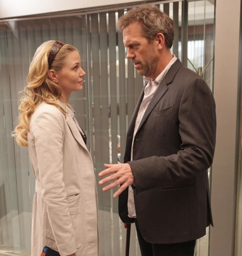Jennifer Morrison e Hugh Laurie in una scena di saviors di Dr. House: Medical Division