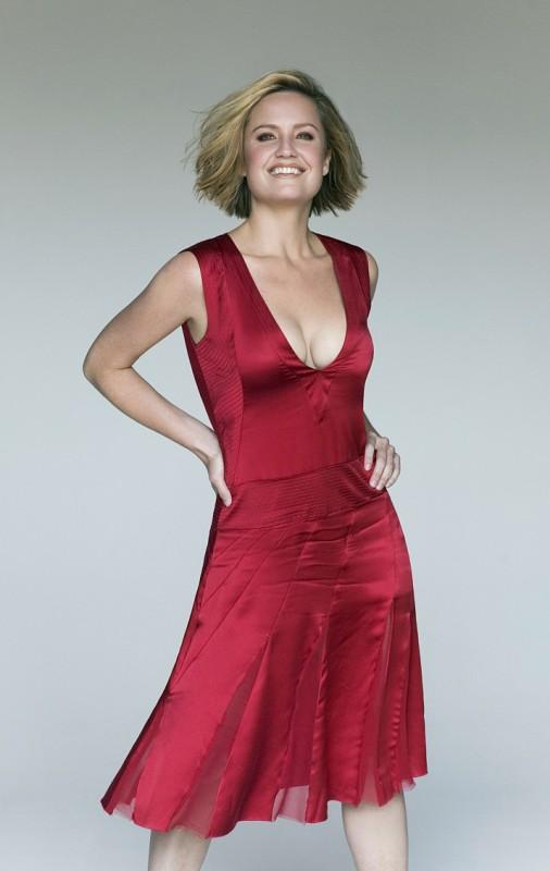 la bella Sherry Stringfield in rosso