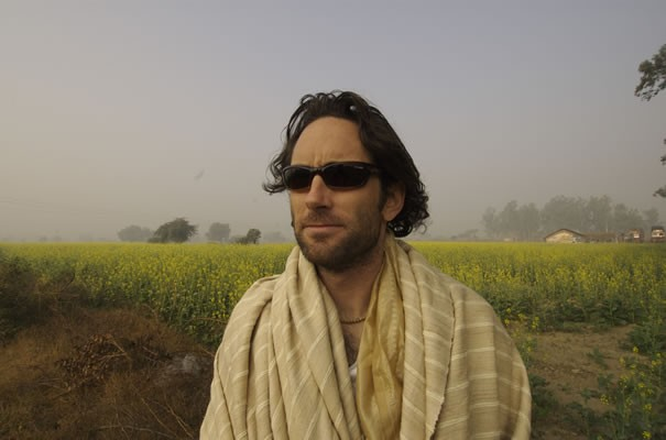 Nick Rosen in una scena del documentario Enlighten Up!