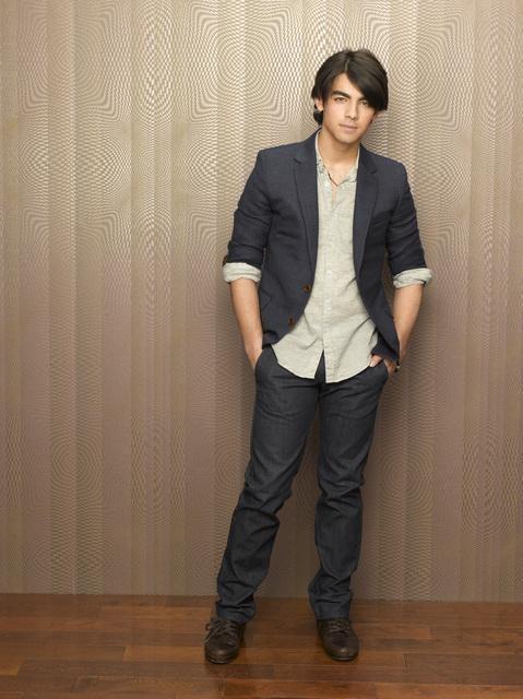 Una foto promozionale di Joe Jonas per la serie J.O.N.A.S!