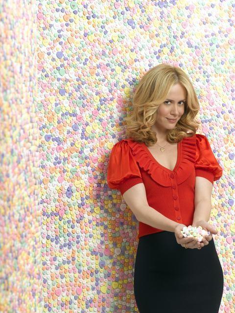 Una foto promozionale di Sarah Paulson per la serie tv Cupid