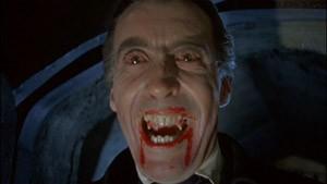 Christopher Lee è Dracula nel film Dracula il vampiro