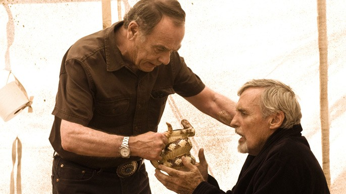 Dennis Hopper insieme a  Dean Stockwell nell'episodio 'Los Muertos' della serie tv Crash