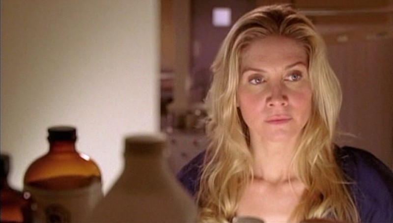 Elizabeth Mitchell in una scena dell'episodio Some Like It Hoth di Lost