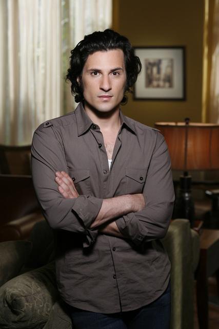 Hal Ozsan in un'immagine promozionale della terza stagione di Kyle XY
