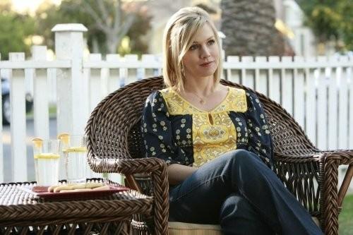 Jennie Garth in una scena dell'episodio Okaeri, Donna! di 90210