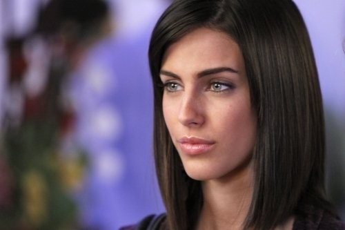 Jessica Lowndes in una scena dell'episodio Between a Sign and a Hard Place di 90210
