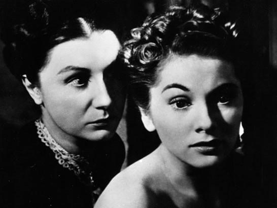 Joan Fontaine e Judith Anderson in una celebre sequenza di Rebecca, la prima moglie