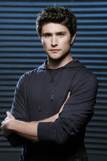 Matt Dallas in un'immagine promozionale della terza stagione di Kyle XY