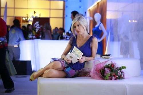 Tori Spelling nel ruolo di Donna Martin nell'episodio Between a Sign and a Hard Place di 90210