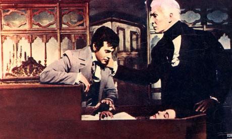 Vincent Price e Mark Damon in una scena de I vivi e i morti