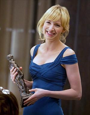 Beth Riesgraf in un momento dell'episodio 'The First David Job' della serie tv Leverage