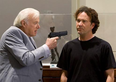 Da sinistra Kevin Tige e  Timothy Hutton in una sequenza dell'episodio ' The Second David Job ' della serie tv Leverage