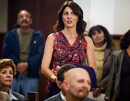 Gina Bellman in una scena dell'episodio 'The Miracle Job' della serie tv Leverage.