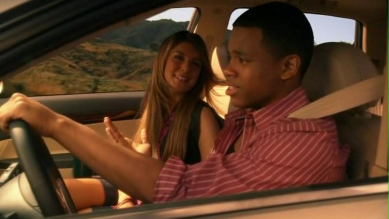 Shenae Grimes e Tristan Wilds in viaggio nell'episodio Okaeri, Donna! di 90210