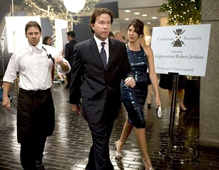 Timothy Hutton, Christian Kane e Gina Bellman  in una scena dell'episodio 'Tornando a casa' della prima stagione di Leverage